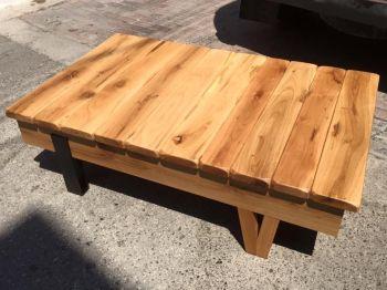 Τραπεζάκι σαλονιού με μεταλλικό και ξύλινο πόδι
