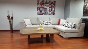 Γωνιακό σαλόνι με τριγωνικό μπράτσο