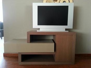 Πρωτότυπο τραπεζάκι τηλεόρασης