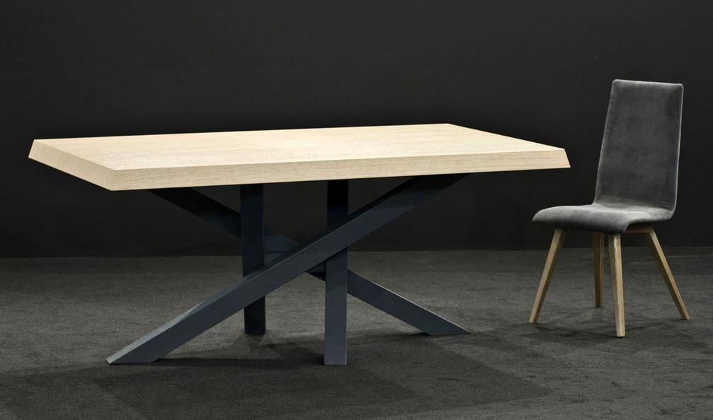 Τραπέζι από ξύλο δρυς