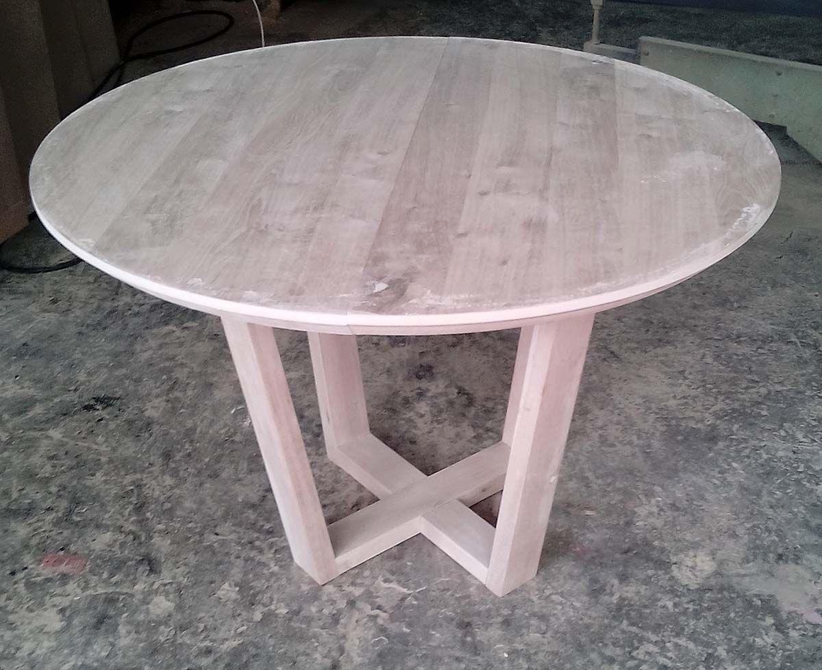 Τραπέζι στρογγυλό από μασίφ ξύλο