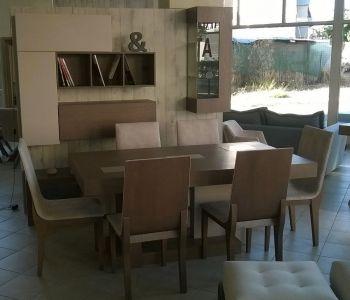Τραπεζαρία με καμπυλωτές καρέκλες