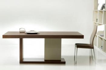 Μοντέρνο τραπέζι από καρυδιά