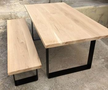 Τραπέζι και παγκάκι με μεταλλικά πόδια